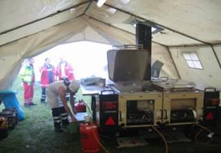 Feldkochherd in einem Küchenzelt